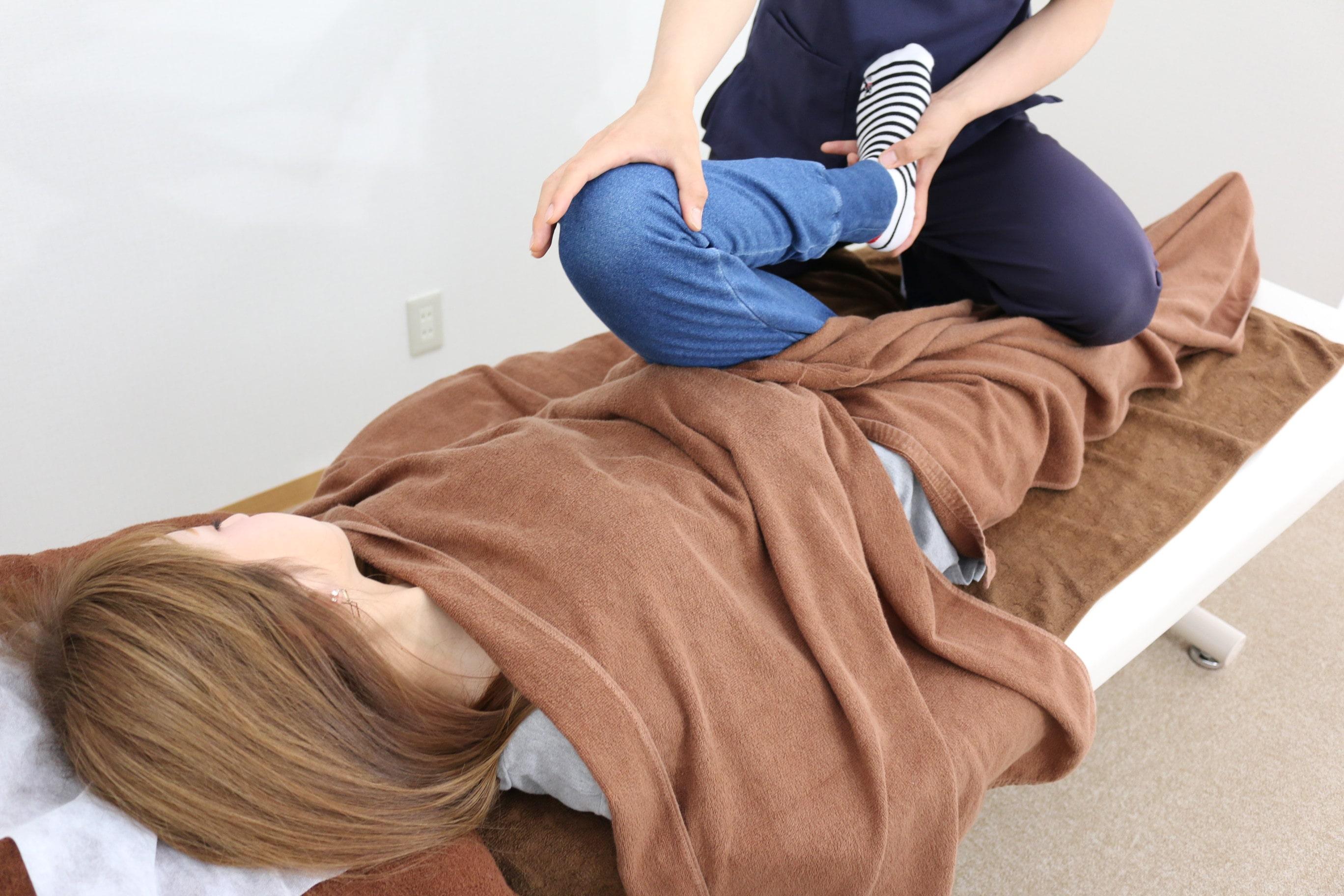 膝痛に対して専門的な手技を行います